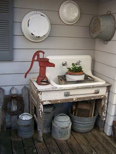 Potting bench I wish I could find and old sink and a well pump! Love the look Potting bench I wish I Country Decor, Farmhouse Decor, Farmhouse Garden, Country Charm, Vintage Farmhouse, Rustic Decor, Vintage Sink, Vintage Kitchen, Vintage Laundry