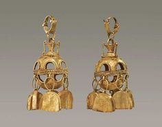 Parthian gold earrings, dated to the 3rd to 2nd centuries BCE. Currently located in a private collection. Source: alaintruong.com