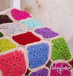 Una manta ligera para los días otoñales Blanket, Crochet, Crochet Blankets, Dots, Colors, Crochet Hooks, Blankets, Crocheting, Carpet