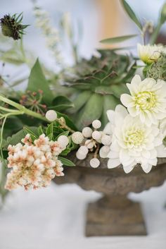 OH MY! We can't get over the beautiful floral design at this lovely Charleston wedding! Photo: Sean Money & Elizabeth Fay