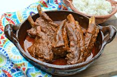 Learn how to make these delicious spare ribs that are bathed in a delicious guajillo pepper salsa in a pressure cooker that can be done quickly. Using A Pressure Cooker, Pressure Cooker Recipes, Pressure Cooking, Mexican Dishes, Mexican Food Recipes, Side Dishes For Ribs, Ribs Seasoning, Chile Guajillo, Pork Spare Ribs