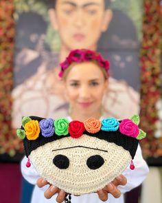 """5,891 Me gusta, 160 comentarios - 🌸🍃🌷Çiğdem Talipoğlu 🌼🍃🌷 (@cigdemtalipoglu) en Instagram: """"""""Gülmekten daha değerli birşey yoktur. """" Frida KAHLO . Frida tasarımlı omuz çantası ile…"""""""