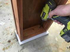 Free and easy DIY plans for how to build a flip top vanity with a hinged top. This great looking DIY vanity is functional and easily conceals all the mess. Diy Makeup Vanity Plans, Diy Makeup Vanity Table, Vanity Tables, Makeup Vanities, Vanity Ideas, Bathroom Vanities, Woodworking Projects Diy, Diy Projects, Shower Tile Designs