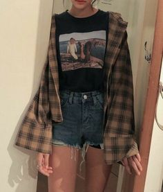 bustier Outfit Addidas Outfit Beauty E-Mails Plad o Source by leoniezller outfits with bralettes Bustier Outfit, Casual Fall Outfits, Retro Outfits, Vintage Outfits, Plad Outfits, Cute Grunge Outfits, Hipster Girl Outfits, 90s Style Outfits, Party Outfits