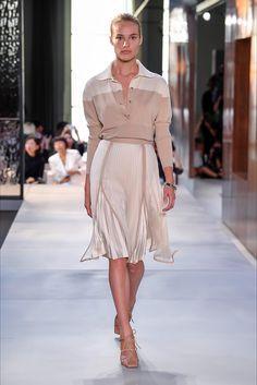 Sfilata Burberry Londra - Collezioni Primavera Estate 2019 - Vogue Moda Per  Tutti I Giorni d67f4081a71
