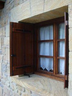 Window Grill Design Modern, Window Design, Modern Design, Wooden Windows, Windows And Doors, Carriage House Plans, Bilbao Vizcaya, Courtyard House, French Farmhouse