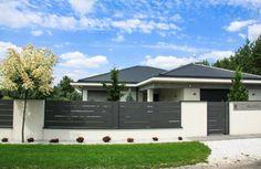 House Fence Design, Front Yard Garden Design, Modern Fence Design, Front Gate Design, Patio Deck Designs, Backyard Garden Design, Patio Design, Wall Exterior, Dream House Exterior