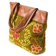 Green Hand Embroidered Bag : This embroidered bag showcases traditional Peruvian design and is stitched with sheep wool.