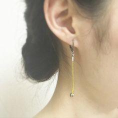 Strings endparts pierced earring (one tone)(Etsy のApocathistより) https://www.etsy.com/jp/listing/472685118/strings-endparts-pierced-earring-one