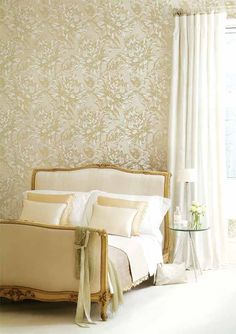Wallcovering from Harlequin, Extravagance, Goodrich