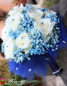I never saw blue baby's breath.  Pretty! Royal Blue Wedding Inspiration from Facebook