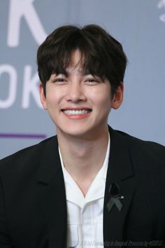 지 창 욱 , Ji Chang Wook that handsome and sexy look . Ji Chang Wook Smile, Ji Chang Wook Healer, Ji Chan Wook, Handsome Korean Actors, Handsome Boys, Korean Star, Korean Men, Park Hyun Sik, Ji Chang Wook Photoshoot