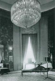 Buchanan house inspiration - grand chandelier.jpg