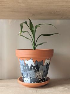 Painted Cats Terracotta Flower Pot : 7 Steps (with Pictures) - Instructables Flower Pot Art, Flower Pot Design, Flower Pot Crafts, Clay Pot Crafts, Diy Crafts, Painted Plant Pots, Painted Flower Pots, Pottery Painting, Diy Painting
