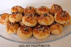 Zeynep'in diş buğdayı menüsü  için hazırladığım poğacalar...  Malzemeler:  1 paket eritilmiş margarin 1 çay bardağı sirke 2 çay kaşığı tuz 1...
