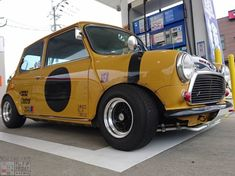 Got to be about time for a post I reckon. This lil Japanese cracker will do nicely! Even with a missing wheel arch. Mini Cooper Classic, Classic Mini, Car Girls, Bike, Car Garage, Motors, Minis, Euro, United Kingdom