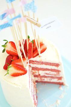 Louise´s Spis: Strawberry Cake with Whipped Cream Cheese Frosting (Jordgubbstårta på nytt vis)