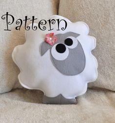 Como fazer uma almofada de ovelhinha de feltro - Dica de artesanato com tecido para decoração do quarto do bebê ~ VillarteDesign Artesanato
