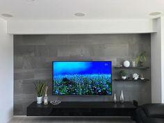 まーさんはInstagramを利用しています:「おはようございます☀️ . . ちょっとずつまた投稿を再開✨ . . お掃除やる気になるためにも😅 片付けやる気になれなくて困ってます😭 . . 今日はリビングのテレビ台💗 少し夏仕様にしたので🌴 ほんの少しだけど😂 . . 後ろのエコカラットはお気に入り💓 . .…」 Living Room Tv Cabinet Designs, Bedroom Tv Unit Design, Tv Wall Design, Living Room Designs, Living Room Modern, Home Living Room, Living Room Decor, Deco Tv, Tv Wall Cabinets