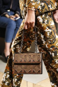 50c63773eca Bottega Veneta Spring 2016 Ready-to-Wear Collection - Vogue Fashion  Details, Runway