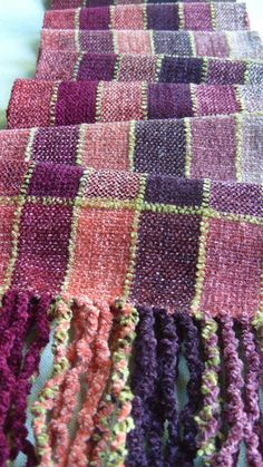 Barefootweaver: Empty Nest and Weaving. Weaving Projects, Crochet Home, Textile Design, Woven Fabric, Wearable Art, Loom, Hand Weaving, Arts And Crafts, Tapestry