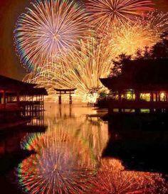 World heritage Itsukushima-shrine, Hiroshima and fireworks. Fireworks Festival, 4th Of July Fireworks, Fireworks Displays, Fireworks Photography, Nature Photography, Japan Tourist Spots, Fireworks Pictures, Japan Landscape, Japan Illustration