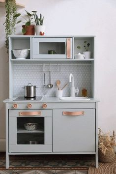 Looking for inspiration and DIY tutorials to hack the Ikea's Duktig kid play kitchen ? We are totally a fan of Ikea hack. This time with the Ikea Duktig kid play kitchen, it's actually more makeovers than hacks. Ikea Kids Kitchen, Diy Kitchen, Kitchen Decor, Kitchen Hacks, Kitchen Makeovers, Kitchen Sink, Childs Kitchen, Wooden Toy Kitchen, Ikea Kitchen Design