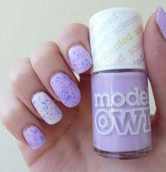 http://www.emotion-wizard.com/2013/09/des-paillettes-neons-avec-lush-lacquer.html #glitter #purple #nails