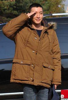 [Photo] Super Junior′s Leeteuk Says Final Farewell to Fans