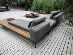 Grid lounge – von gloster furniture: garten von friedrich living e. Diy Garden Furniture, Sofa Furniture, Furniture Sets, Furniture Design, Modern Outdoor Furniture, Gloster Outdoor Furniture, Patio Lounge Furniture, Antique Furniture, Garden Sofa