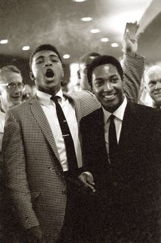Heavyweight Muhammad Ali with singer Sam Cooke during Floyd Patterson vs Sonny Liston fight at the Convention Center. Las Vegas, NV Get premium, high resolution news photos at Getty Images Steve Mcqueen, Style Ivy, Baba Vanga, Floyd Patterson, Pin Up, Float Like A Butterfly, Black History Facts, Portraits, Raining Men