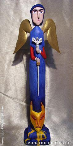 San Miguen Arcángel alto color, talla en madera de Leonardo de Castro. Imagen tomada de http://tallerleonardodecastro.blogspot.fr/2010/09/san-miguel-arcangel-alto-color.html