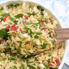 This Orzo Salad with Roasted Red Peppers, Spinach, and Feta is a light, fresh dish that is a delicious choice for a summer BBQ menu. Spinach Orzo Salad, Orzo Salad Recipes, Feta Pasta, Spinach And Feta, Baby Spinach, Pasta Recipes, Greek Orzo Salad, Giada De Laurentiis, Orzo Salat