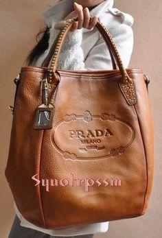 Gotta love the texture and look of this leather! - Prada Clutch - Ideas of Prada Clutch - Gotta love the texture and look of this leather! Burberry Handbags, Hobo Handbags, Prada Handbags, Luxury Handbags, Designer Handbags, Prada Bag, Burberry Bags, Prada Clutch, Ladies Handbags