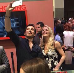 They even take selfies together