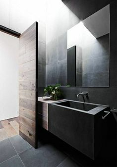 Salle de bain en noir super grand miroir