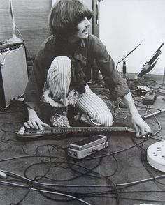 George seriously had the prettiest fingers….