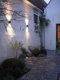 Beautiful Lighting Ideas for Front Yard - Kitchen Inst Backyard Lighting, Outdoor Wall Lighting, Exterior Lighting, Landscape Lighting, Lighting Ideas, Garden Tiles, Garden Edging, Porch Area, Love Garden