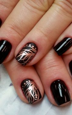 Golden feather Nail Art Design by HOLLACHE