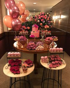 A imagem pode conter: comida e área interna Birthday Goals, 21st Birthday, Birthday Parties, Candy Table, Dessert Table, Festa Party, Birthday Party Decorations, Holidays And Events, Event Decor