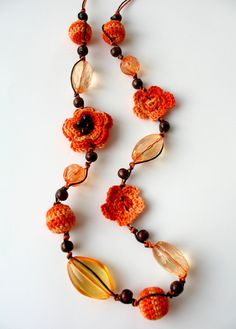 Crocheted necklace with beads... Collar a crochet con cuentas...