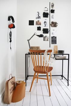 working corner - / black metal desk with wooden chair Trendenser