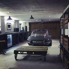 Your garage is lacking. Porsche 911 S More Your garage is lacking. Porsche 911 S Man Cave Garage, Garage Atelier, Porche 911, Design Garage, Garage Interior Design, Interior Office, Cool Garages, Custom Garages, Vintage Porsche