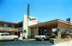Oh, how lovely the Holiday Lodge Deluxe Motor Hotel looks in this lovely vintage postcard! Located in Los Angeles, California, the Lodge is still operating Century Hotel, Mid Century House, Cities, Vintage Hotels, Hotel Motel, Googie, Modern Architecture, Mid Century Modern Design, Haus