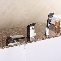 Modern Romeins bad Waterval Inclusief handdouche with Keramische ventiel Single Handle drie gaten for Chroom Badrandkranen