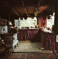 Handmade Houses: A Guide to the Woodbutcher's Art, via Flickr.