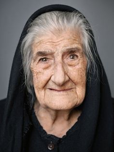 Getting Older Is A Thing Of Beauty In These Portraits Of Centenarians - - Photographer Karsten Thormaehlen wants you to lose your fear of aging. Photo Portrait, Portrait Images, Female Portrait, Beauty Portrait, Portrait Inspiration, Character Inspiration, Fear Of Aging, People With Red Hair, Face Drawing Reference