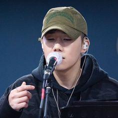 Kim Sung Kyu, Woollim Entertainment, Infinite, Headphones, Concert, Hats, Sexy, Kpop, Headpieces