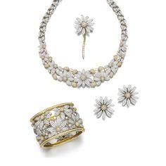 Diamond parure Comprising: a necklace pavé- and collet-set with brilliant-cut…