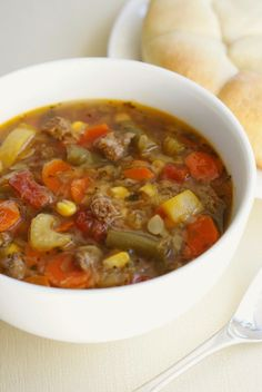 Slow Cooker Vegetable Beef Soup | thetwobiteclub.com